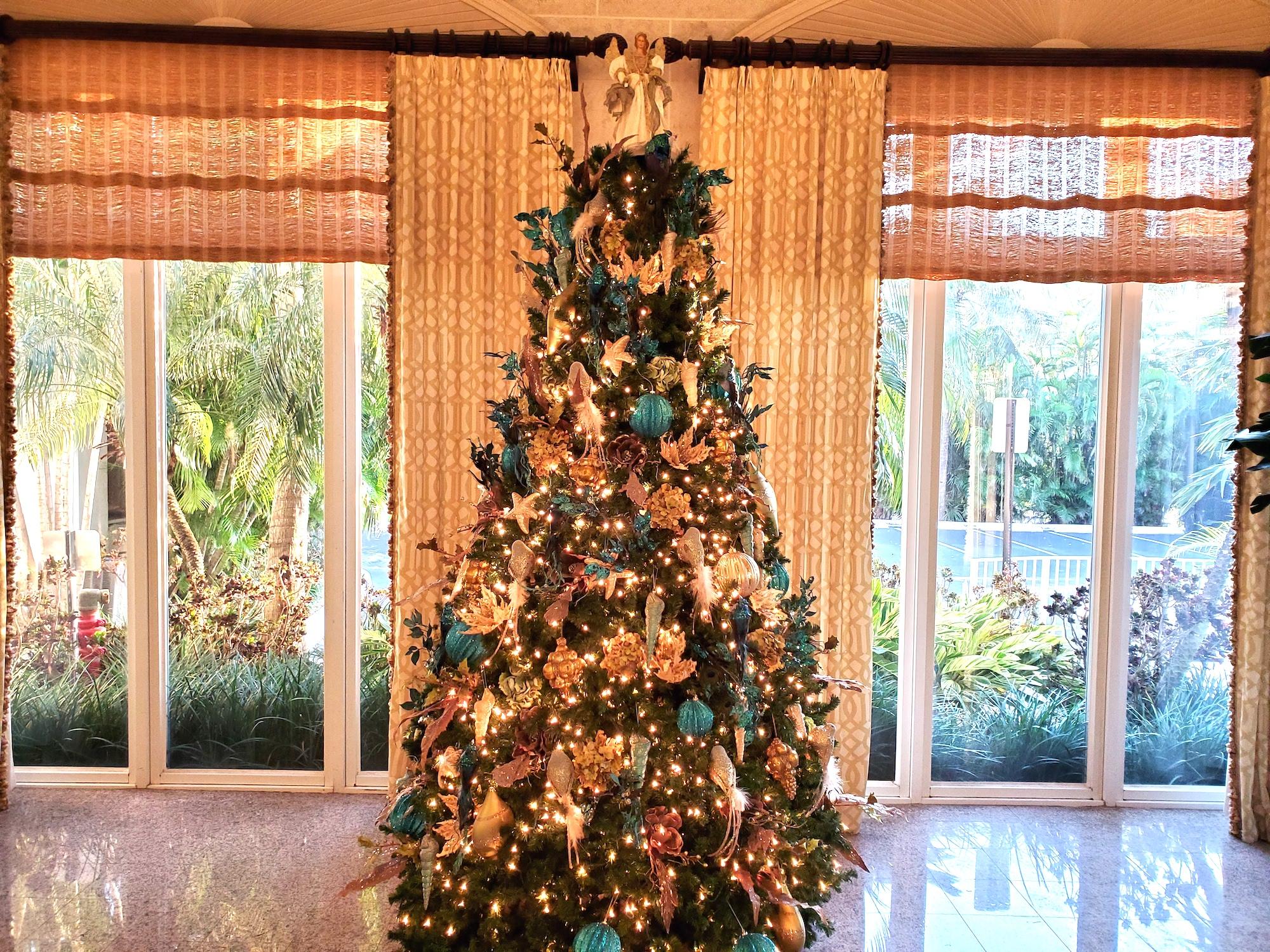 lago mar christmas tree 2020