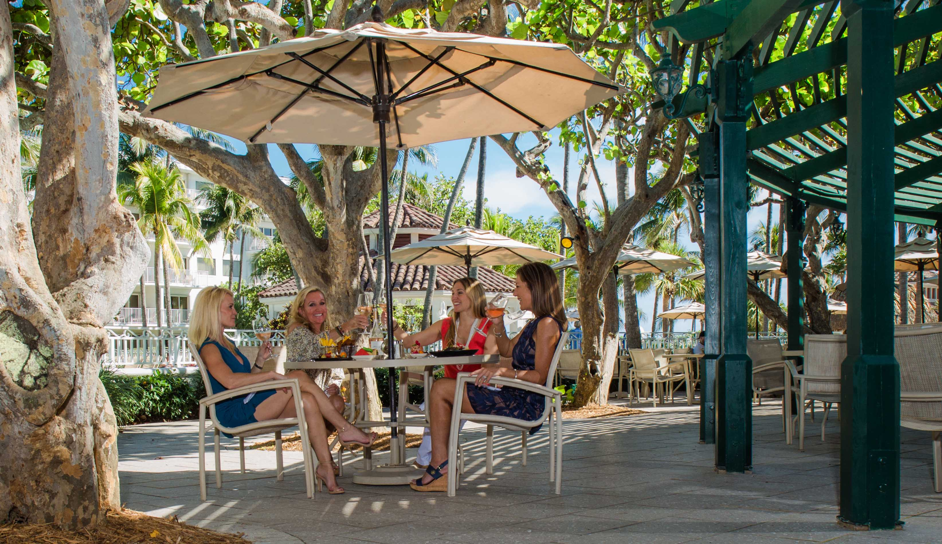 outdoor dining lago mar
